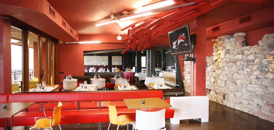 Hotel Primaluna, Malcesine, Lake Garda, Italy - Restaurant interior 2.jpg